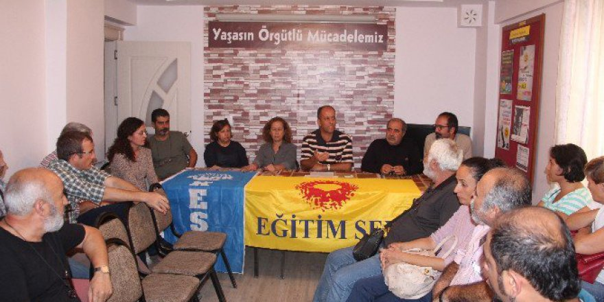 İzmir, Bergama'da Eğitim-Sen Üyelerinden Maaş Kesme Cezasına Protesto
