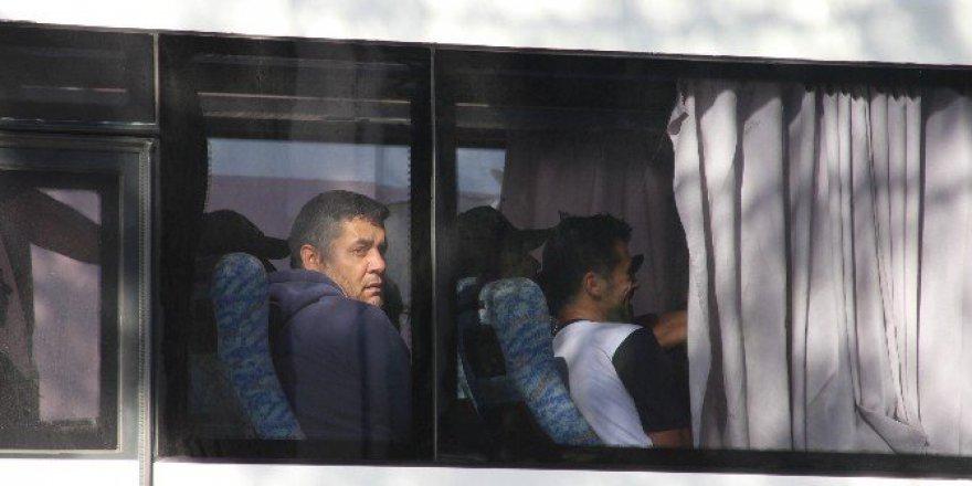 Manisa'da FETÖ Zanlısı 11 Kişi Sağlık Kontrolünden Geçirildi