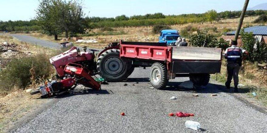 Manisa'da motosiklet traktörle çarpıştı: 1 ölü, 2 yaralı