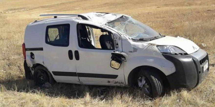 Sivas'ta otomobil tarlaya uçtu: 1 ölü, 2 yaralı