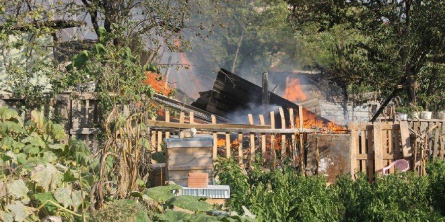 Bursa, İnegöl'de yaşlı çiftin varı yoğu yangında kül oldu