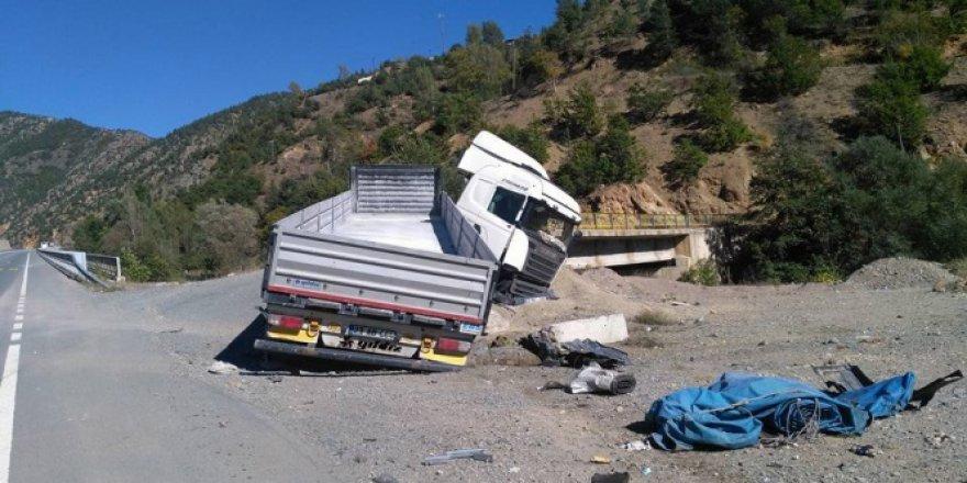 Gümüşhane, Torul'da 2 kaza: 3 yaralı