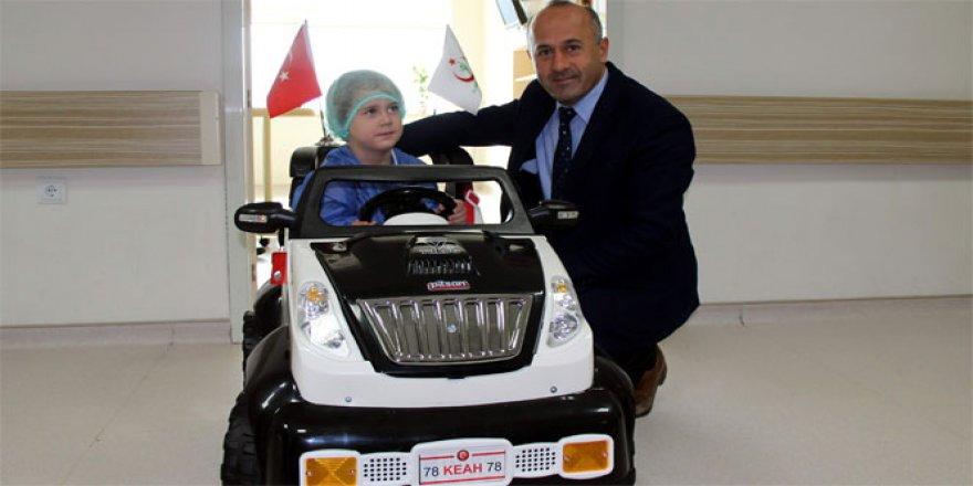 Karabük'te çocuklar ameliyata akülü arabayla gidiyor