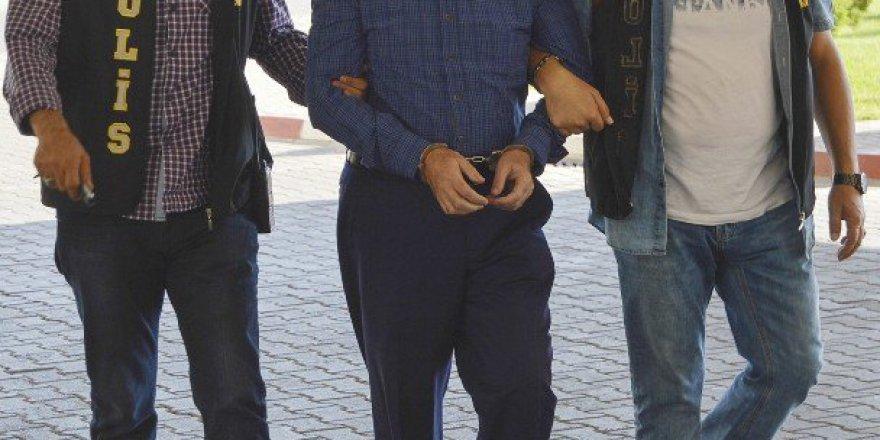 İzmir'de Kapatılan Vakfın Başkanı Gözaltında