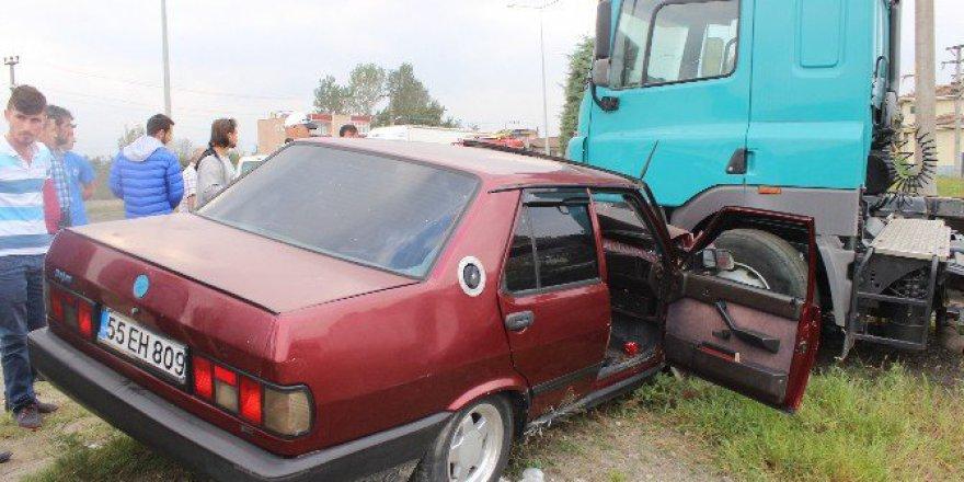 Samsun'da Otomobil Tır'a Çarptı: 1 Yaralı