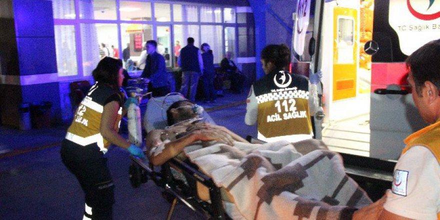 Konya'da Önünü Kesen Şahıslara Para Vermeyen Genç Sokak Ortasında Bıçaklandı