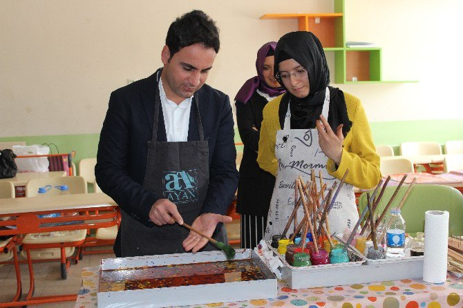 Tokat'ta Ebru Sanatı Sergisi Ve Şenliği büyüledi