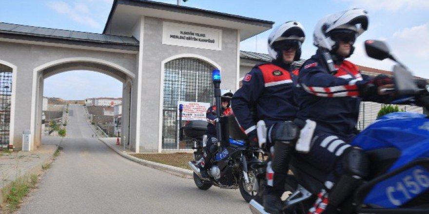 Bursa'da Jandarma Okulların Çevresinde Kuş Uçurtmuyor