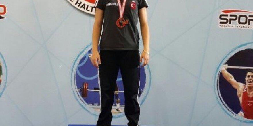 Adıyamanlı Bayan Halterci Kızıldağ, Türkiye Şampiyonu Oldu