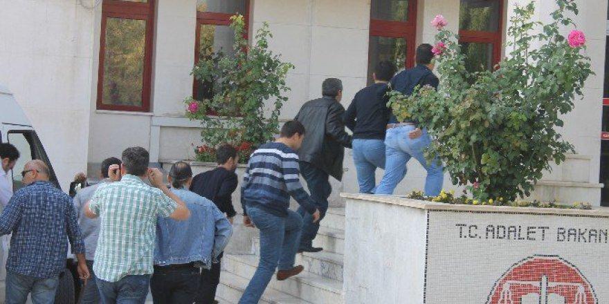 Fetö Operasyonunda Gözaltına Alınan 9 Öğretmen Adliyeye Sevk Edildi