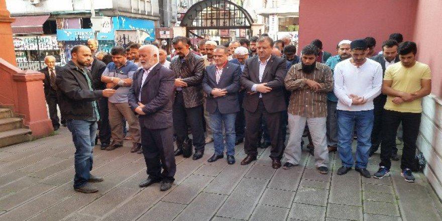Zonguldak'ta Suriye'de Ölenler İçin Gıyabi Cenaze Namazı Kılındı