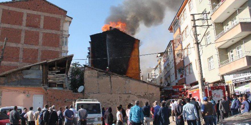 Atılan Koltukta Başlayan Yangın Tüm Binayı Sardı