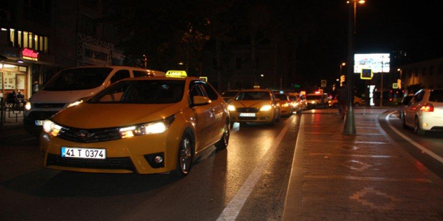 Meslaktaşları için taksicilerden sessiz protesto