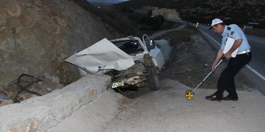 Trafik kazasında anne öldü, oğlu yaralandı!