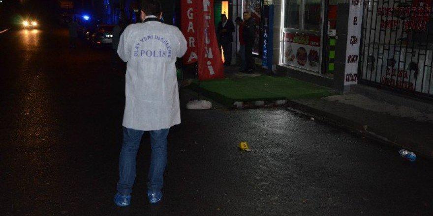 Eskişehir'de Darp Edilen Kadını Kurtarmak İsteyen 2 Kişi Bıçaklandı