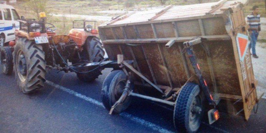 Bilecik, Bozüyük'te Otomobil Traktöre Çarptı: 1 Ağır Yaralı