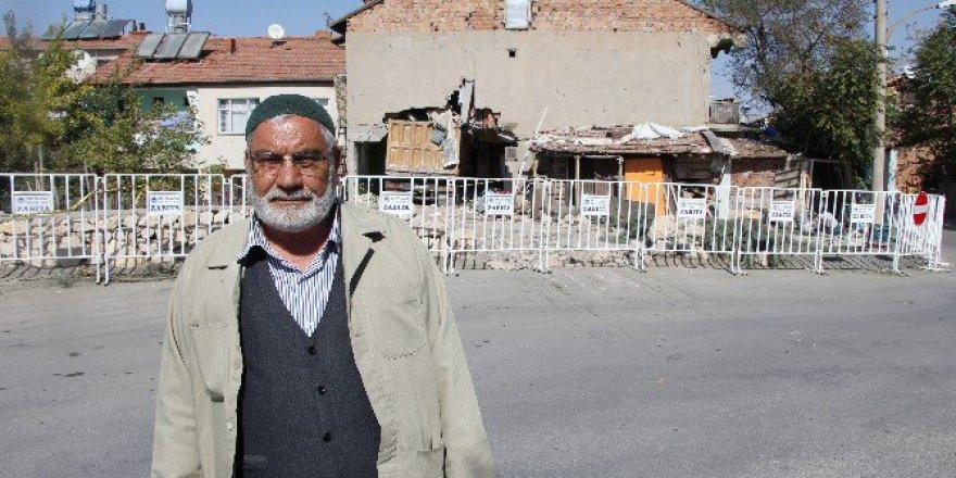 Malatya'da Evin İçerisine Giren Kamyon 4 Gündür Çıkarılmadı
