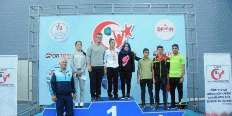 Milli Sporcu Gamze Kızıldağ Türkiye Halter Şampiyonu Oldu