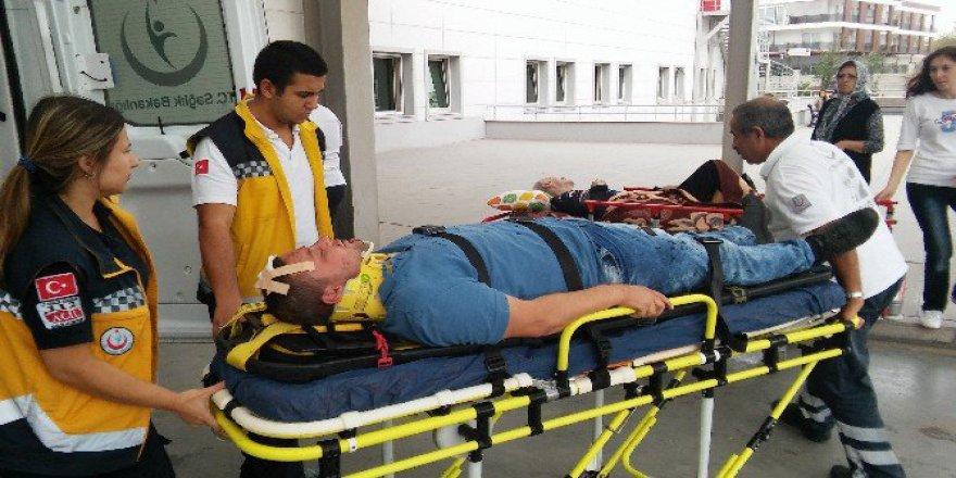 Aydın'da Bir Otomobil Servis Bekleyen İşçilerin Arasına Daldı