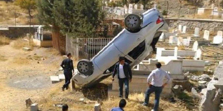Hakkari'de otomobil takla attı: 2 yaralı