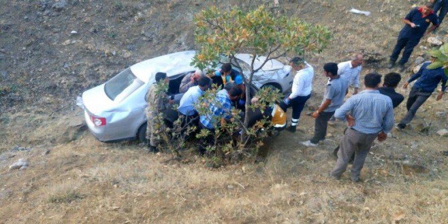 Malatya'da Otomobil Şarampole Uçtu: 4 Yaralı