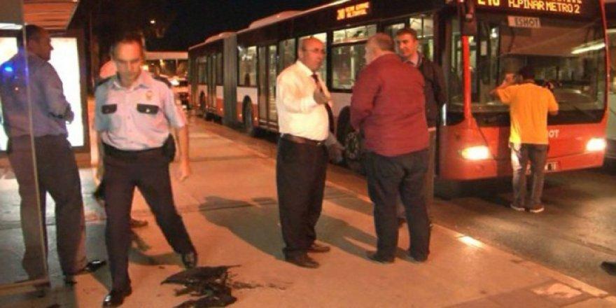 İzmir Bayraklı'da OTOBÜSE tinerci saldırısı