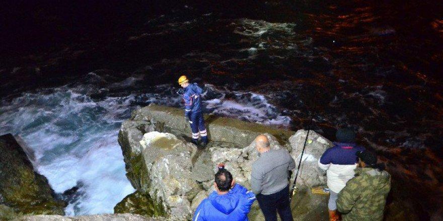 Zonguldak'ta Balık Tutarken Denize Düşen Adamı Arama Çalışması Sürüyor