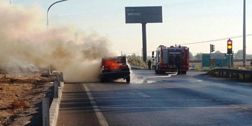 İzmir, Buca'da Seyir Halindeki Araç Alev Alev Yandı!