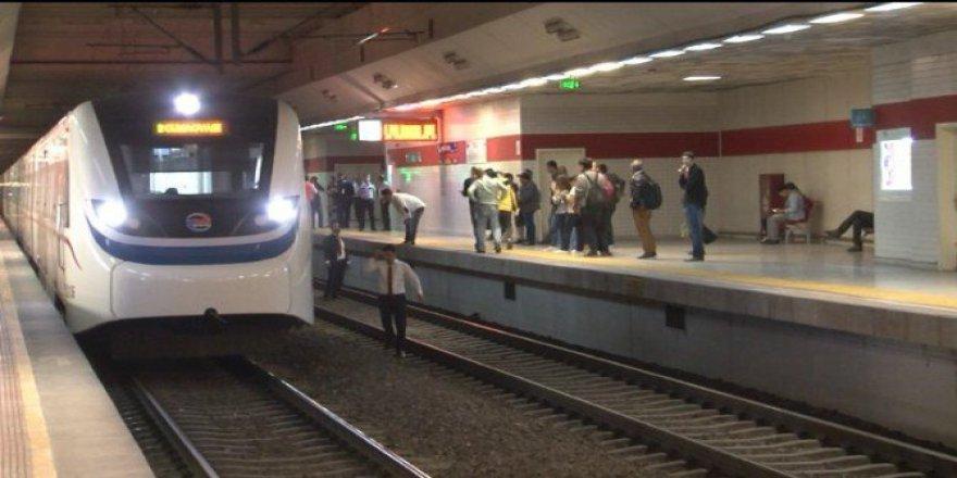 İzmir, Karşıyaka'da 60 Yaşındaki Mustafa Ş. Trenin Önüne Atlayarak İntihar Etti