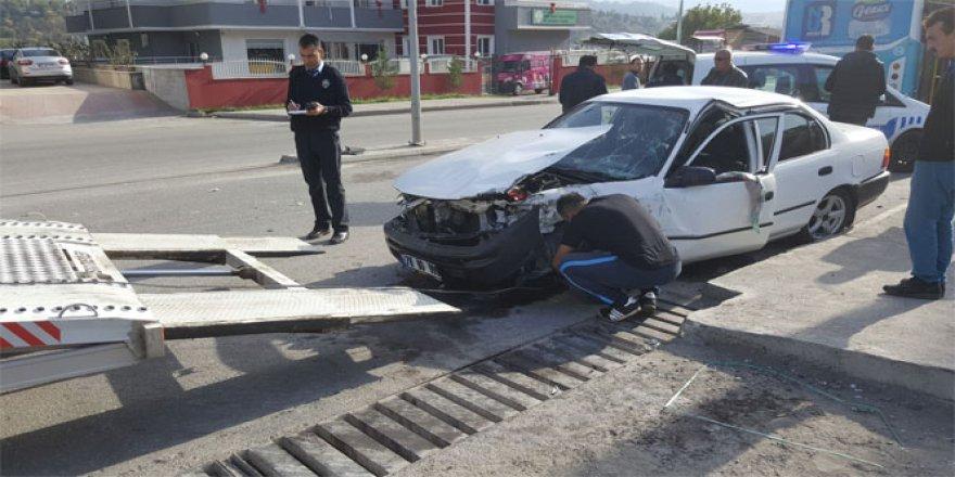 Karabük'te yolcu otobüsü ile otomobil kafa kafaya çarpıştı