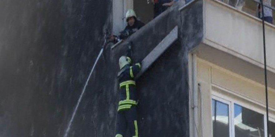 Bursa'da İtfaiye Eri Çatıdan Alevlerin İçine Düştü
