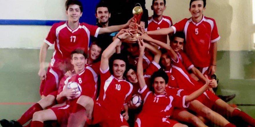 Bandırma'da Okul Müdürü Ali Cihan'ın Vefatı Öğrencilerini Üzdü