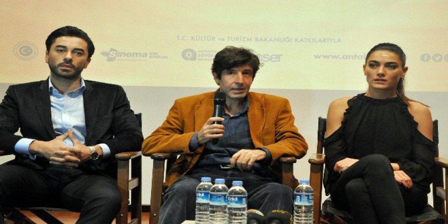 """""""Defne'nin Bir Mevsimi"""" Filminin Antalya'da İlk Gösterimi Yapıldı"""