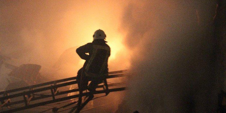 Konya'da İnşaat Malzemeleri Satan İş Yerinde Yangın Çıktı