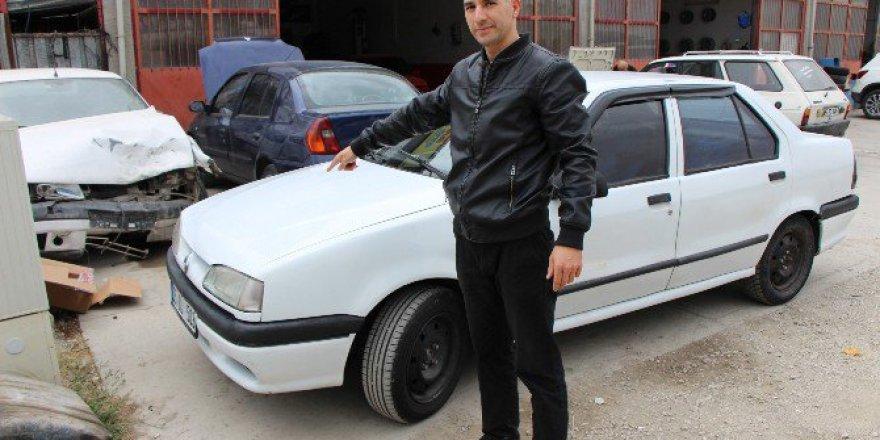 Amasya'da Aldığı İkinci El Otomobilin Önü 96, Arkası 2000 Model Çıktı!