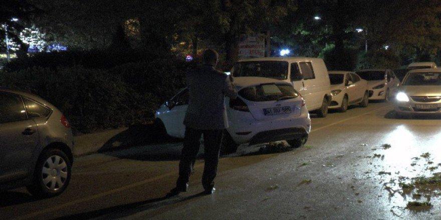 Kocaeli'de Kaza Yapan Otomobil Karşı Şeride Uçtu: 1 Yaralı