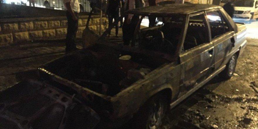 Adana'da Seyir Halindeki Araç Yangını