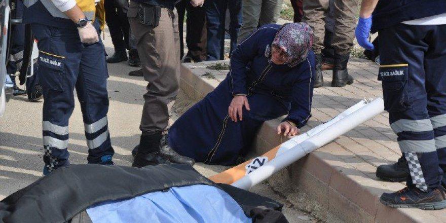 Bursa'da Yaşlı Adam Otobüsün Altında Can Verdi, Kızı Şoka Girdi!