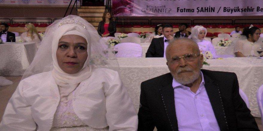 Gaziantep'te Toplu Nikah Tçreninde 300 Çift Birden 'Evet' Dedi
