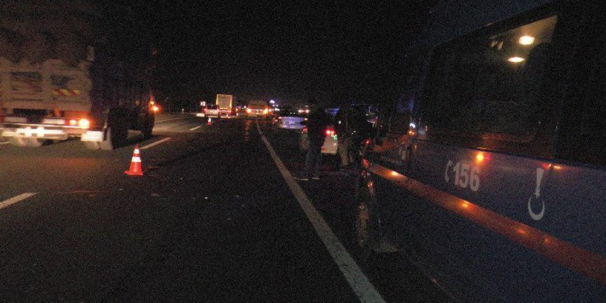 Şanlıurfa'da Minibüsün Çarptığı Motosikletin Üzerindeki 3 Kişi Yaralandı