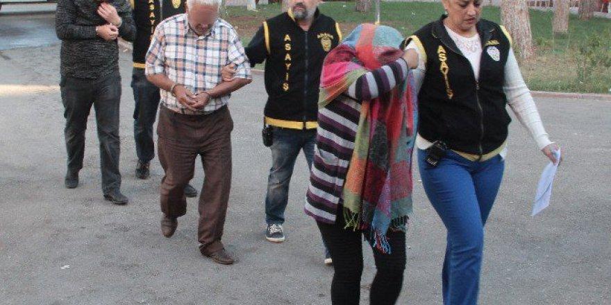 """Adana'da Babalı-Kızlı Çete Fuhuş İçin """"Çağrı Merkezi"""" Kurmuş"""
