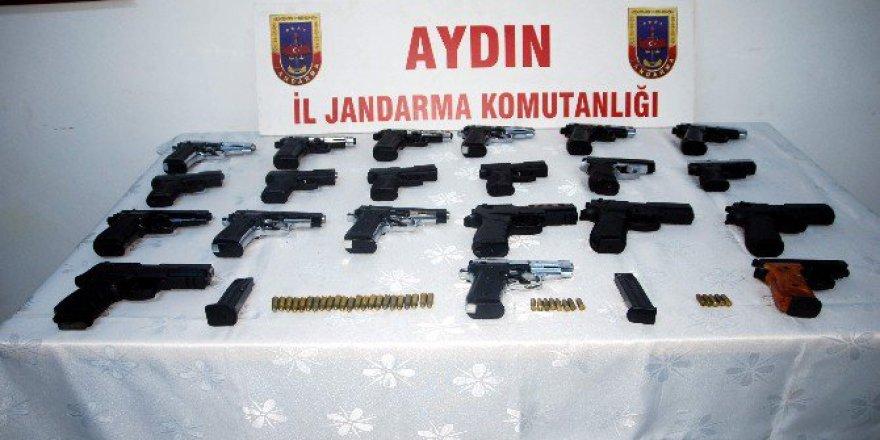 Aydın, Söke'de Çok Sayıda Silah Ele Geçirildi