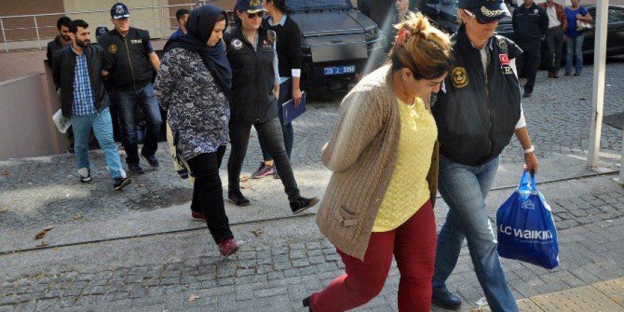 İzmir'de Yakalanan PKK'lı Bombacılar Adliyeye Sevkedildi
