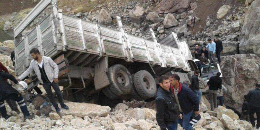 Hakkari, Yüksekova'da Trafik Kazası: 1 Ölü