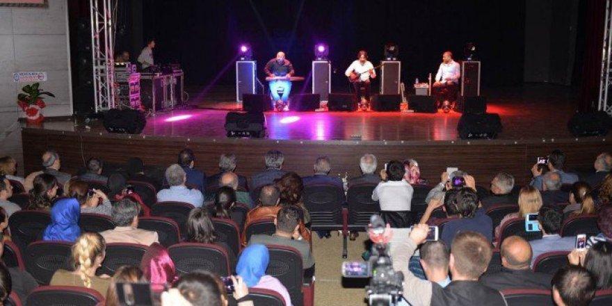 Kütahya'da 'Taksim Trio' Müzik Grubu Sahne Aldı
