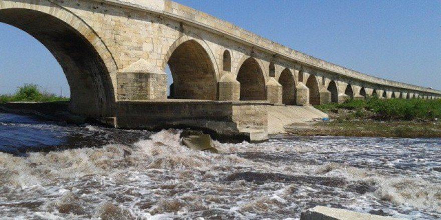Edirne'de Bulunan Tarihi Uzunköprü 3 Yıl Trafiğe Kapatılacak