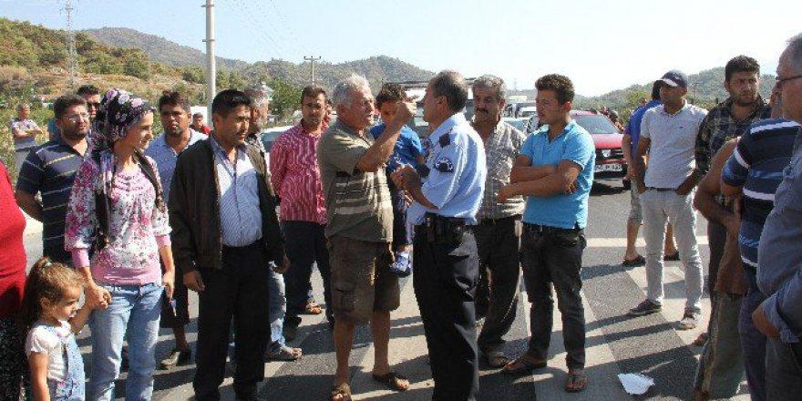 Muğla, Fethiye'de Kaza Sonrası Halk Yolu Trafiğe Kapattı