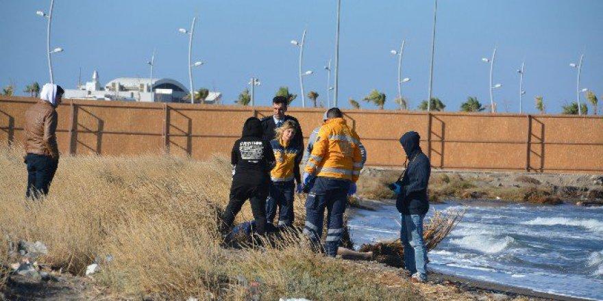 İzmir, Güzelhisar Çayı Yakınlarında Deniz Kenarında Erkek Cesedi Bulundu