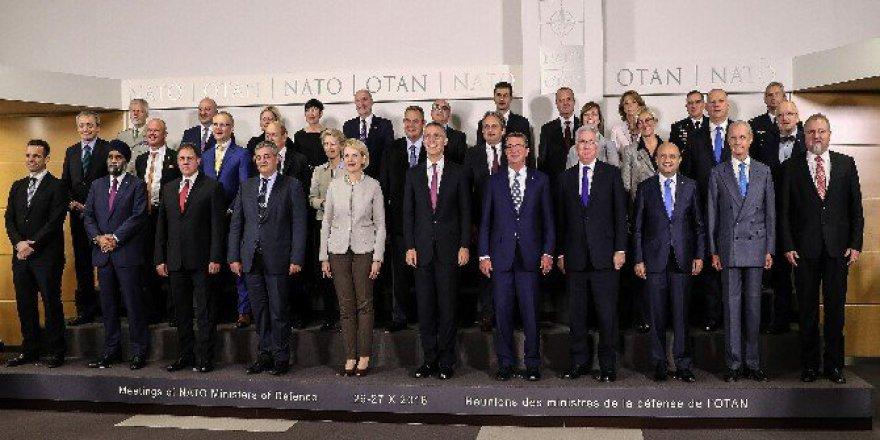 NATO Savunma Bakanlığı Toplantısı Ardından Aile Fotoğrafı