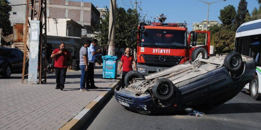 Şanlıurfa, Haliliye'de Araçta Sıkışan Yaralıyı İtfaiye Ekipleri Kurtardı